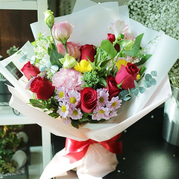 A Romantic Walk Flower Bouquet Flower Chocolate Snacks And Gift